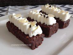 Čokoládové dortíky s mandlemi - Víkendové pečení Mini Cheesecakes, Baked Goods, Cake Recipes, Deserts, Food And Drink, Low Carb, Sweets, Vegan, Cookies