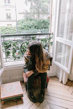 Maje_x_Minnetonka-Suede_Boots-Khaki_Outfit-Vintage_Scarf-Tita_Madrid_Bag-Yellow_Bag-Outfit-Paris-Street_style-Collage_Vintage-3