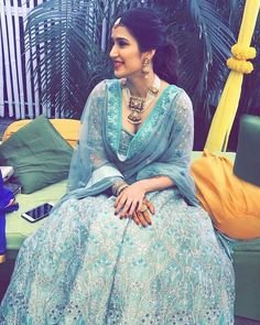 Check out the pictures of cricketer Zaheer Khan and Bollywood actress Sagarika Ghatge's mehendi and sangeet ceremonies. Mehendi Outfits, Indian Bridal Outfits, Bridal Dresses, Dress Indian Style, Indian Dresses, Indian Clothes, Pakistani Dresses, Engagement Dress For Bride, Indian Engagement