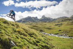 BTT Pirineos Alto Gállego se trata de un espacio deportivo-turístico que engloba una serie de itinerarios o rutas para mountain bike señalizadas, de libre acceso y diferente dificultad, que se distribuyen por toda la geografía de la Comarca del Alto Gállego.