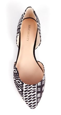 Graphic flats (looks like a Tom Ford design) #littleallures #fallfashion #chic