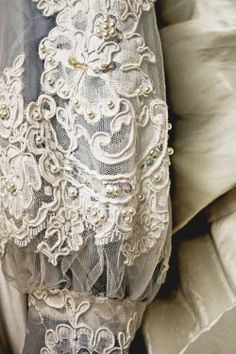 margadirube: oldandshabby:(via Pin by Leah Bell on Lace and things | Pinterest)