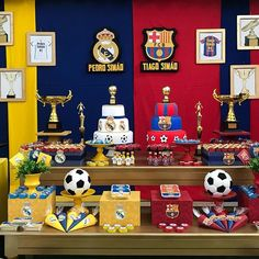 Barcelona e Real Madrid para os irmãos Pedro e Tiago!!!👏👏👏por @festasencantadas em @doremidf #futebol #festafutebol #barcelona #realmadrid #festainfantil #festasencantadasbrasilia