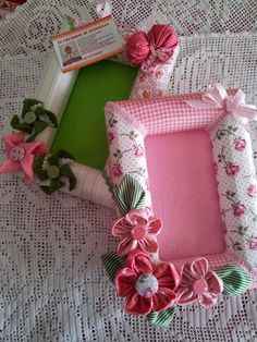 . Hobbies And Crafts, Diy And Crafts, Arts And Crafts, Felt Flowers, Fabric Flowers, Craft Ideas To Sell Handmade, Toilet Paper Crafts, Picture Frame Decor, Baby Frame