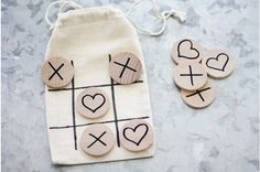 Tic Tac Toe bags - would love to make these for my 10-14 year old boy and girl Operation Christmas Child (OCC) shoe box gifts. Great project to do with kids for kids!