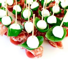 Enkla tilltugg med tryffelsalami och mozzarella | Catarina Königs matblogg Tapas, Swedish Cuisine, Appetizer Recipes, Snack Recipes, Mozzarella, Swedish Recipes, Snacks Für Party, Football Food, Appetisers