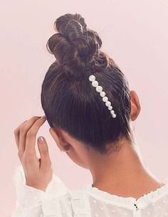 These Gorgeous Hair Accessories Are Perfect for Your Wedding Day beste Hochzeit Haarschmuck: Jen Atkin x Chloe + Isabel Pearl Pin Set Bobby Pin Hairstyles, Scarf Hairstyles, Braided Hairstyles, Wedding Hairstyles, Bridal Hairstyle, Hair Scarf Styles, Curly Hair Styles, Hair Accessories For Women, Wedding Hair Accessories