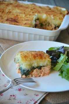 Salmon pie with spinach - Yummy Food Recipes Fish Recipes, Seafood Recipes, Snack Recipes, Cooking Recipes, Healthy Recipes, Salmon Recipes, Cooking Chef, Batch Cooking, Salmon Pie