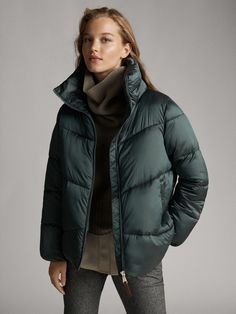 Women´s Puffers & Down Jackets at Massimo Dutti online. Enter now and view our Spring Summer 2019 Puffers & Down Jackets collection. Green Puffer Jacket, Puffy Jacket, France Mode, Casual Winter Outfits, Warm Coat, Quilted Jacket, Mode Inspiration, Outerwear Women, Coats For Women