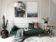 6 Dreamy spaces that bring the Old School Glam style - Daily Dream Decor Home Decor Bedroom, Home Living Room, Interior Design Living Room, Living Room Designs, Living Room Decor, Green Interior Design, Chic Living Room, Design Bedroom, Dream Decor