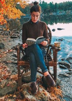 Classy Girls Wear Pearls: A Quiet Place to Read {Taken note of shoes} Preppy Mode, Preppy Style, Style Me, Casual Preppy Outfits, Preppy Wardrobe, Preppy Fashion, Fall Winter Outfits, Autumn Winter Fashion, Mode Bcbg