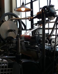 Traction Press printing machine Outlander, Printing Press, Letterpress Printing, How Beautiful, Old And New, Home Goods, Libraries, Newspaper, Cabinets