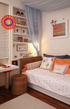 Com bastante rosa e recheado de elementos infantis, esse tipo de dormitório é voltado a crianças mais novas, de até 7 anos Foto: Divulgação: Maite Maiani Arquitetura e Design