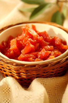 COOKING WITH ANISOARA: CORNULETE FRAGEDE - dulcele traditional al Craciunului Easy Desserts, Salsa, Mexican, Favorite Recipes, Traditional, Cooking, Ethnic Recipes, Marcel, Food
