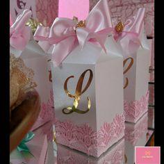 Delicadeza é a melhor palavra para definir o Carrossel da pequena Letícia!! #personalizadoslaçarote  - lacarote_ Baby Shower Princess, Princess Party, Birthday Celebration, Birthday Parties, Carousel Party, Barbie, Ballerina Birthday, Party In A Box, Fiesta Party