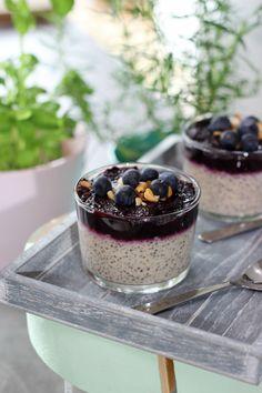 """Het lekkerste recept voor """"Chiapudding met blauwe bessencompote """" vind je bij njam! Ontdek nu meer dan duizenden smakelijke njam!-recepten voor alledaags kookplezier!"""