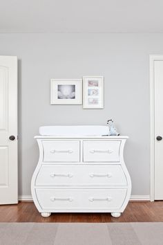 contemporary kid bedroom with Sherwin-Williams silverplate SW 7649 gray wall paint color Explore wal Grey Bedroom Paint, Light Gray Bedroom, Light Grey Walls, Grey Painted Bedrooms, Light Grey Paint Colors, Best Gray Paint Color, Neutral Paint, Grey Wall Color, Paint Colours