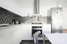 Cucina Rossana modello HD23 Tavolo allungabile Easy Sedie Gray e sedie Cherish Lavello in Vitrotek Frigorifero #Rossana #Gervasoni #Kristalia #Elleci #Siemens #Horm @HORM.IT @Kristalia Interiors