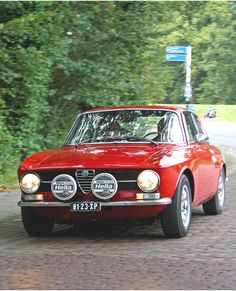 1973 Alfa Romeo Giulia GT Junior 1600 Maintenance/restoration of old/vintage vehicles: the material for new cogs/casters/gears/pads could be cast polyamide which I (Cast polyamide) can produce. My contact: tatjana.alic@windowslive.com