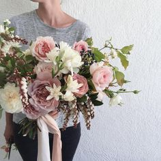 I like the combination of patience with a bit of pale pink in this bouquet but i don't need this size.