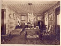 Wallpaper: The Important Decoration of House Interior During Victorian and Edwardian Eras Victorian House Interiors, Victorian Rooms, Victorian Parlor, Folk Victorian, Victorian Photos, Victorian Design, Vintage Interiors, Victorian Decor, Victorian Houses