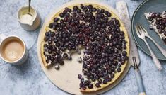 Rick Stein's blueberry tart recipe, with ground almonds and egg custard is the perfect mix of comforting and refined. Tart Recipes, Pudding Recipes, Baking Recipes, Bbc Recipes, Free Recipes, Rick Stein, French Tart, Tart Filling, Frozen Blueberries