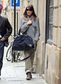 Carla Bruni-Sarkozy Photos Photos - Former First Lady of France Carla Bruni goes for a stroll in Paris, France on June 4, 2012. - Carla Bruni Goes For A Stroll In Paris
