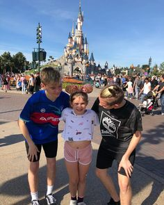 Marcus Martinus and Emma Siblings Goals, Bars And Melody, My Emma, Dream Boyfriend, Cute Twins, Disneyland Paris, Little Sisters, Cute Guys, New Music