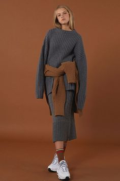 Winter knitwear from minimal cool Korean fashion label ADER Error from oversize turtleneck sweaters with long sleeves to super rad sweater dresses. Knitwear Fashion, Knit Fashion, Fashion Outfits, Fashion Trends, Fashion Details, Fashion Fashion, Style Minimaliste, Winter Stil, Mode Editorials