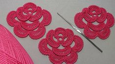 How to crochet a rose. PART Lesson knitted . - Crochet Clothing and Accessories Crochet Leaves, Crochet Doilies, Crochet Flowers, Irish Crochet Patterns, Knitting Patterns, Crochet Pour Halloween, Crochet Flower Tutorial, Irish Crochet Tutorial, Freeform Crochet