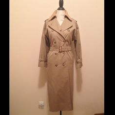 Vintage Burberrys Khaki Trench Coat unisex Burberry vintage trench coat.  double breasted button design w/ belt, removal wool lining and collar, classic Burberry print shell, pleating detail in the back w/ button closure.  This is a must have! 100% Authentic.  note - Burberry changed the name of the company from Burberrys' to Burberry in the 1990s.   Size - Unisex | women - L/XL | Men - M          51% cotton | 49% polyester | lining - 100% wool 3/4 length sleeves with adjustable opening…
