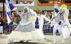 Rio de Janeiro 2013 - Primeiro casal de mestre-sala e porta-bandeira da Tradição desfilam na Sapucaí.