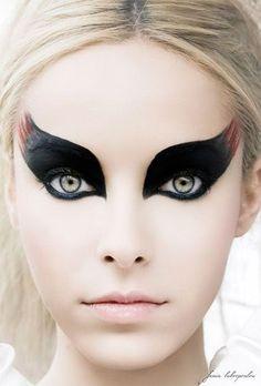 2018 Spooky Halloween Augen Make-up-Ideen & Looks 2018 - Modern Spooky Halloween, Halloween Tipps, Halloween Eye Makeup, Pretty Halloween, Halloween Costumes, Couple Costumes, Halloween 2016, Disney Costumes, Couple Halloween