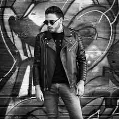 lack&white 🎸🎶 #rockstyle #saturday . . . . . . . . . . . . #jacketleather #leather #blackjacket #blackandwhite #urbanstyle #urbanjacket