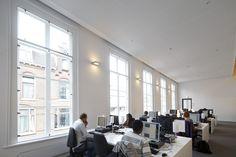 De Bibliotheek der Letteren van de Universiteit Utrecht is met recht monumentaal. Zes panden aan de Drift in het historische hart van de stad zijn onlangs grondig verbouwd en gerenoveerd. Dankzij een subtiele interieurarchitectonische schil merk je als bezoeker nauwelijks dat het complex uit verschillende monumentale gebouwen bestaat.