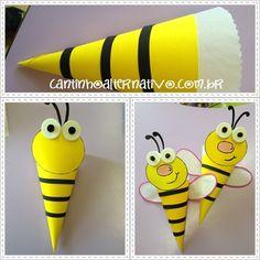 Olá amigos, tudo certinho?   Vamos a mais uma sugestão de lembrancinha de dia das crianças?   Então confira o passo a passo dessas lembran... Bee Crafts For Kids, Summer Crafts, Art For Kids, Diy And Crafts, Paper Crafts, Bee Activities, Craft Activities For Kids, Preschool Crafts, Art N Craft