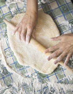 Recette Pâte à tarte aux amandes sans gluten : Mélangez 80 g de farine de riz avec 45 g de poudre d'amande, 50 g de sucre glace, 1 œuf et 90 g de margarine ...