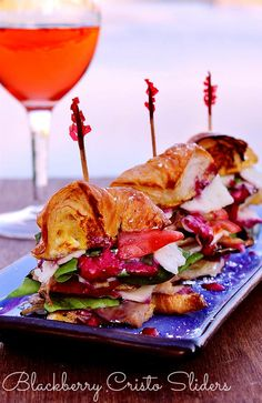 (MSG 4 21+) Blackberry Cristo Sliders made with Blackberry Noir Aioli and Black Box Wines. MSG 4 21+ Take impromptu memories and #SummerToGo with portable, award winning 3l Black Box Wines. #ad #BlackBoxWines