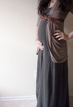 I would *love* a soft, versatile maxi like this. Dresses that are cinched or braided under the chest like some maxis don't work with my chest size, but something like this would be wonderful! I love the entire outfit, including the color scheme. Cute Maternity Outfits, Fall Maternity, Maternity Dresses, Maternity Fashion, Maternity Styles, Pregnancy Fashion, Maternity Swimwear, Pregnant Outfits, Maternity Clothing