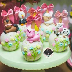 Maças mais fofas que essas não tem !* . . . . . . . Decor Farm Birthday, 6th Birthday Parties, Chocolate Covered Treats, Cute Snacks, Mickey Mouse Cake, Cowgirl Party, Farm Party, Cute Cupcakes, Gorgeous Cakes