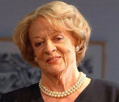 Dame Maggie Smith, Downton Abbey This is NOTHING about this lovely actress I don't like! She's a treasure! Watch Downton Abbey, Maggie Smith, It Cast, The Incredibles, Actresses, Country Living, Celebrities, Lady, Hogwarts