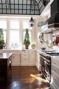GORGEOUS kitchen! Luxury kitchen Kitchen Design Trends #kitchendesign www.OakvilleRealEstateOnline.com