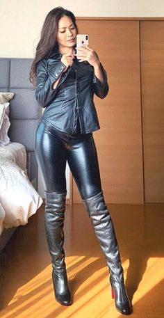 High Leather Boots, Leather Leggings, Leder Outfits, Sexy Latex, Leather Dresses, Sexy Boots, Thigh High Boots, Leather Fashion, Sexy Outfits