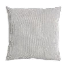 Kissen Cord hellgrau ca. L: 45 cm  x B: 45 cm  Farbe: hellgrau Maße: ca. L: 45 cm x B: 45 cm Lehnen Sie sich zurück und machen Sie es sich bequem! Dieses Kissen lädt zu gemütlichen Stunden an langen Herbst- und Winterabenden auf der Couch oder im Sessel ein. Die dekorative Cordstruktur und die dezente Farbgebung sorgen für einen angenehm unaufdringlichen und dekorativen Look. Ideal lässt es sich zu einem Ensemble kombinieren...  9,99€