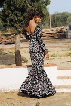 Want this dress! Flamenco Costume, Flamenco Dancers, Spanish Dress, Spanish Style, Fashion Moda, Womens Fashion, Spanish Wedding, Traditional Fashion, Modern Fashion