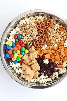 Pantry PopCorn Mix from The BakerMama – Gesunde Snacks und Snack-Mix Healthy Movie Snacks, Movie Night Snacks, Healthy Superbowl Snacks, Yummy Snacks, Yummy Food, Healthy Snack Mixes, Healthy Kids, Popcorn Mix, Team Snacks
