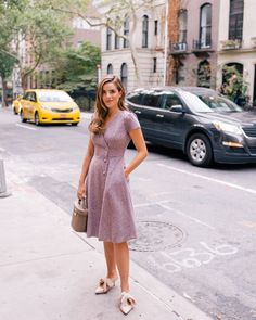 Gal Meets Glam Daily Look featuring Julia wearing the Gal Meets Glam Collection Agatha dress with Tory Burch pumps and a Mark Cross bag. Muslim Fashion, Modest Fashion, Fashion Outfits, Feminine Fashion, Prom Dress Shopping, Online Dress Shopping, Simple Summer Outfits, Classy Outfits, Petite Dresses