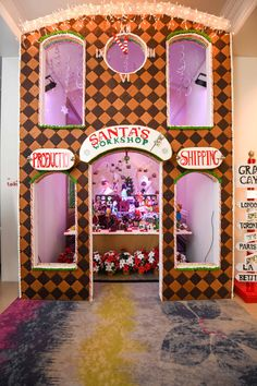 For the 2017 festive season, the pastry team at The Ritz-Carlton, Grand Cayman has given their famous chocolate elves upgraded accommodations. This year, they are living it up in a spacious gingerbread house.