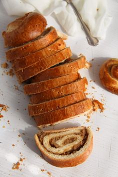 Beigli – a traditional Hungarian pastry roll filled with walnuts, a real treat for Christmas! Hungarian Nut Roll Recipe, Hungarian Recipes, Hungarian Food, Hungarian Cuisine, Nut Loaf, Chocolate Whipped Cream, Baking Recipes, Bread Recipes, Pizza Recipes