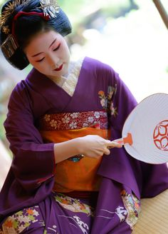 maiko 舞妓 Gion Higashi 祇園東 Tomitsuyu 富津愈 KYOTO JAPAN